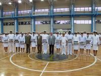 Autoridades e atletas durante a cerimônia
