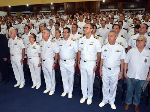 Almirantes convidados, instrutores, oficiais da administração e oficiais alunos  do CFO 2017