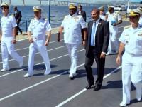 Comandante da Marinha do Sri Lanka (ao centro) e o Embaixador do país no Brasil (ao lado, de terno) visitam o CIAW