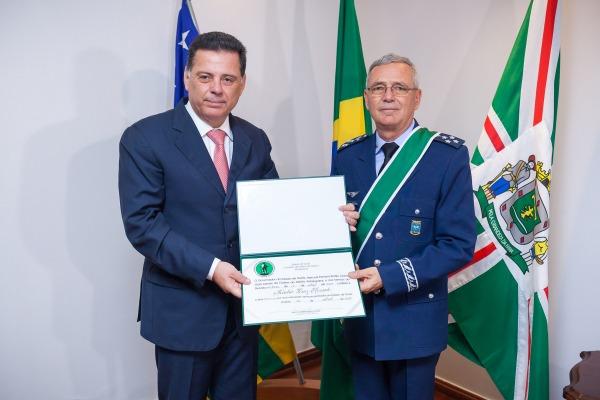 Em GO, Comandante da Aeronáutica recebe Ordem do Mérito Anhanguera