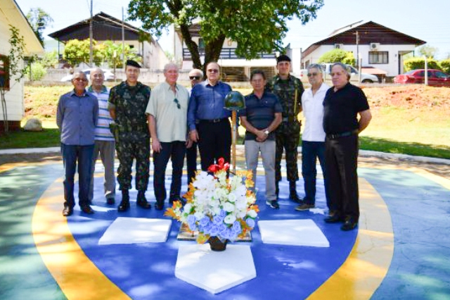 Homenagem aos 52 anos da morte do Tenente Camargo
