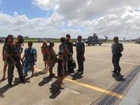 Familiares recepcionam os militares