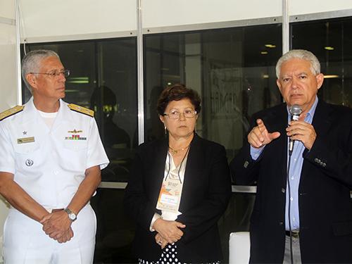 Da esquerda para a direita: Comandante do 4º Distrito Naval, Presidente da SOAMAR-PA e Secretário de Turismo do Estado do Pará