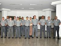 Oficiais do ComEsqdE-1 em visita ao CIAA