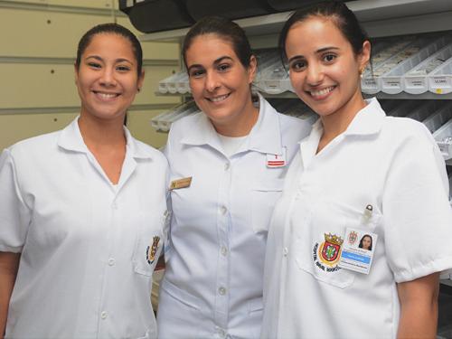 Capitão-Tenente Luciana Lima, preceptora das alunas da primeira turma de residência em farmácia do HNMD