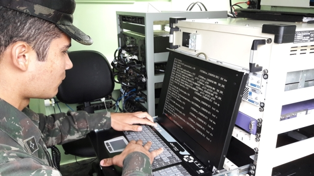 Sistema Tático de Comunicações Militares na Operação Laçador