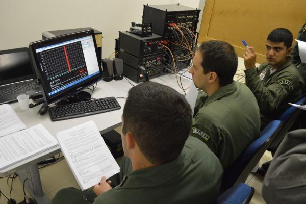 Ala 10 forma 71 militares das Forças Armadas no Curso Doutrinário de Guerra Eletrônica