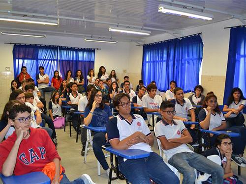 Alunos do colégio assistem à palestra sobre ingresso na Marinha