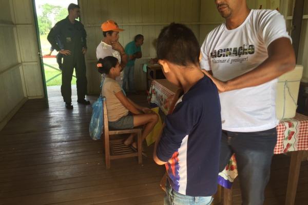 Operação Gota vacina comunidades isoladas do Acre