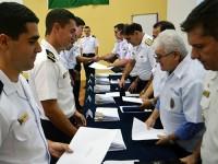 Primeiros colocados dos cursos de aperfeiçoamento e especialização recebem prêmios escolares