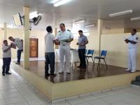 Capitão dos Portos realizando a entrega dos certificados