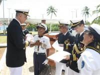 Grupo de escoteiros homenageia o Comandante do 3º Distrito Naval