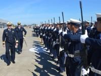 Comandante da Força Aeronaval em revista à tropa