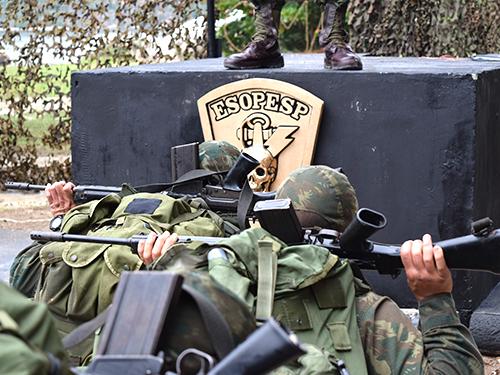 Alunos do Curso Especial de Comandos Anfíbios realizam marcação de gorro