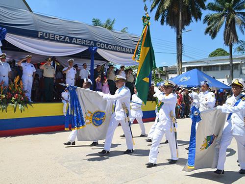 Grupamento da MB desfilando durante as comemorações da Independência da Colômbia