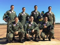 Capitão Esteves e a equipe de voo