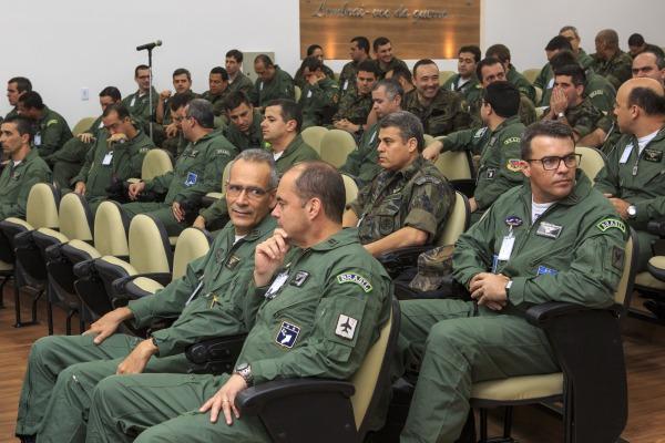 Alunos do CCEM em aula
