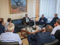 Ministro em reunião com Alto-Comando
