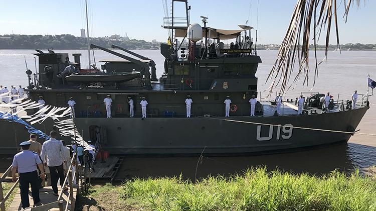 Ministro visita navio 1