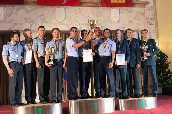 Na Lituânia, equipe de pentatlo aeronáutico da FAB leva ouro em campeonato