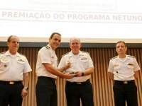 Diretor do CeIMNa recebe o Prêmio das mãos do Comandante da Marinha