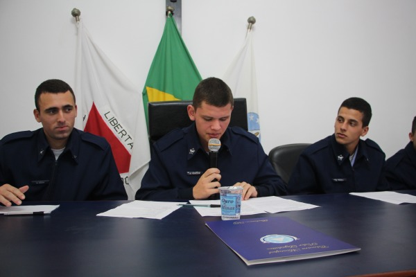 Alunos da EPCAR participam do Programa Conheça o Poder Legislativo de Barbacena