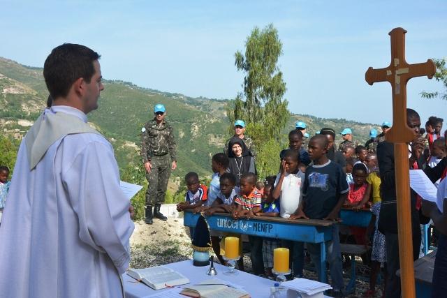 BRABAT realiza atividade CIMIC em instituição haitiana