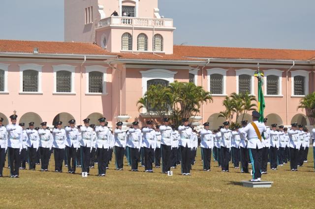 Alunos da EsPCEx realizam juramento à Bandeira Nacional