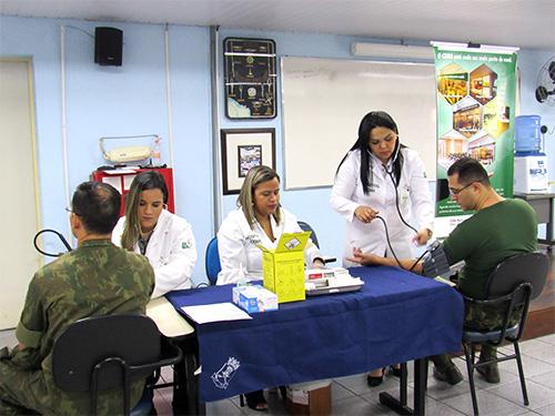 Militares do Com8ºDN também aferiram a pressão arterial  e realizaram o teste de glicemia