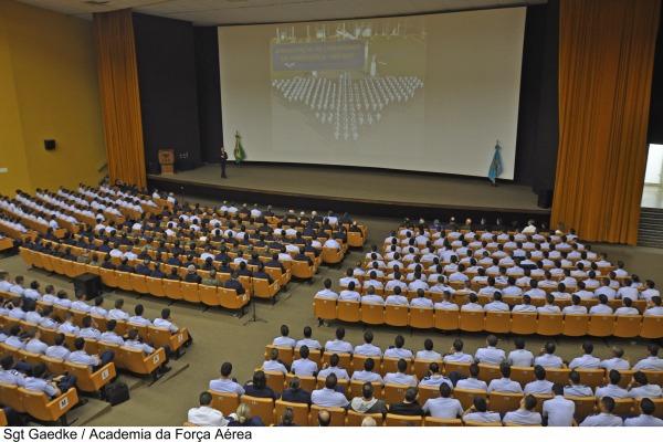 Cadetes da AFA assistem a palestra do Comandante da Aeronáutica