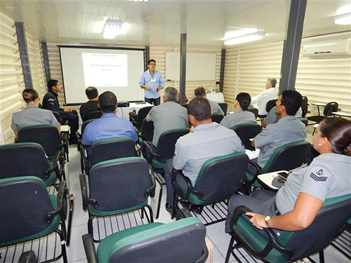 Servidor civil Marcos Antônio ministra a palestra