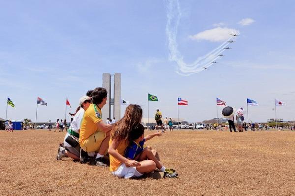 Esquadrilha da Fumaça é uma das atrações do desfile em Brasília