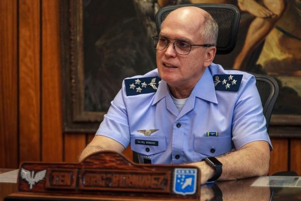 Tenente-Brigadeiro Bermudez analisa a ligação da DIRENS com o COMGEP