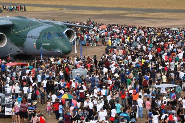 Domingo Aéreo em Pirassununga celebra os 65 anos da Esquadrilha da Fumaça