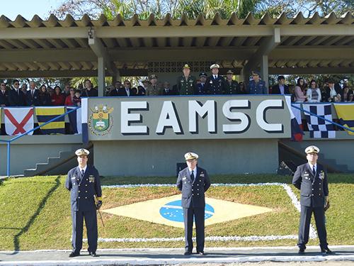 Escola de Aprendizes-Marinheiros de Santa Catarina realiza passagem de comando