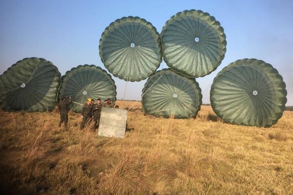 Esquadrão Arara realiza exercícios de lançamento em Campo Grande (MS) e Goiânia (GO)