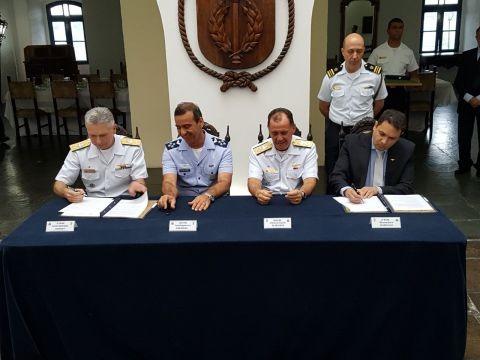 FAB e Marinha assinam acordo de cooperação