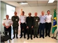 Representantes das Forças Armadas reunidos com o Procurador da 6ª PJM-RJ/MPM