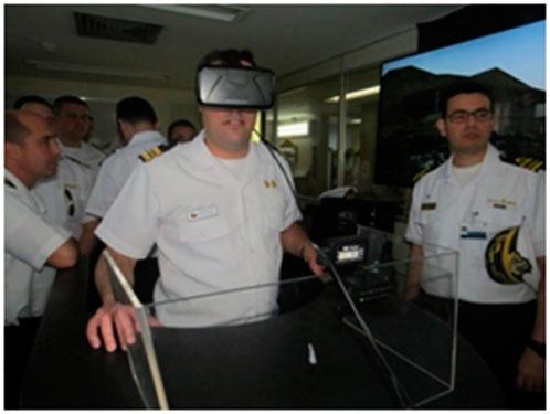 Oficiais alunos da ACANAV do Chile visitam a Força de Submarinos