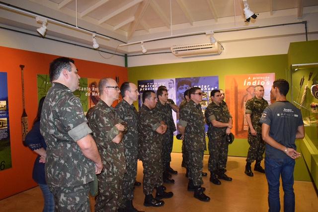 Defesa e combate aos ilícitos transfronteiriços regionais foram apresentados à comitiva de oficiais-alunos