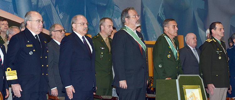 Ministro da Defesa, comandantes do Exército Brasileiro e Uruguaio participam do Dia do Soldado em Brasília