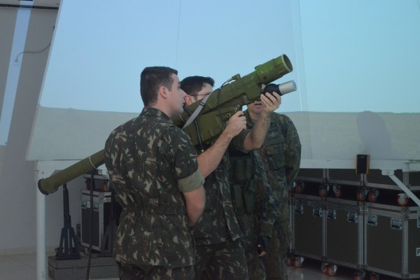 Escola de Artilharia de Costa e Antiaérea visita a Ala 2 e o 3° Grupo de Defesa Antiaérea