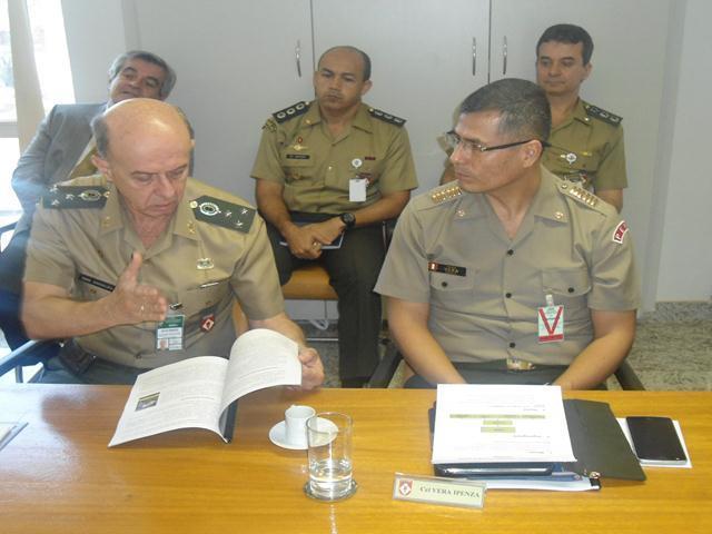 Centro de Controle Interno do Exército recebe visita de Adido do Exército do Peru