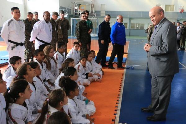 Crianças participam de palestra sobre manutenção de recursos hídricos