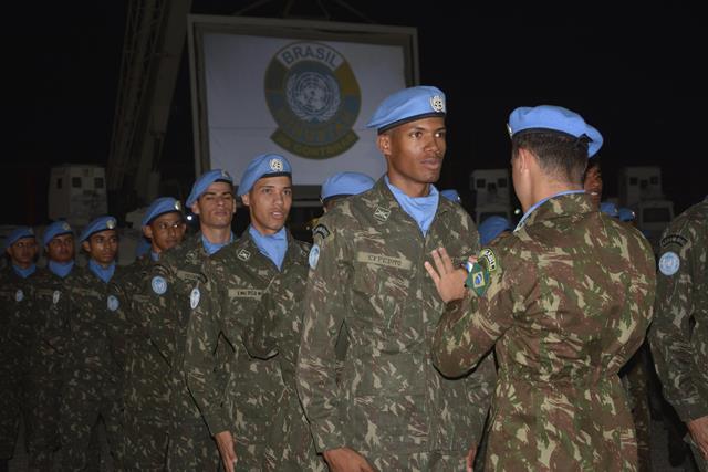 Militares brasileiros são agraciados com Medalha das Nações Unidas no Haiti, em reconhecimento a seus serviços