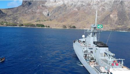 """Navio Patrulha Oceânico """"Amazonas"""" realiza 15º operação de reabastecimento ao POIT"""