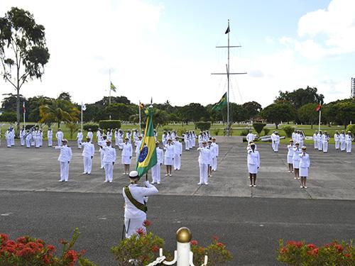 Base Naval de Aratu realiza cerimônia de Juramento À Bandeira