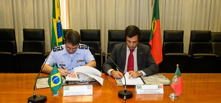Ministérios da Defesa do Brasil e de Portugal tratam sobre cooperação estratégica