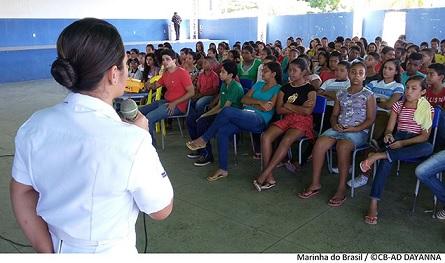 """Capitania dos Portos de Alagoas ministra palestras da Operação """"Cisne Branco"""" em 12 escolas públicas"""