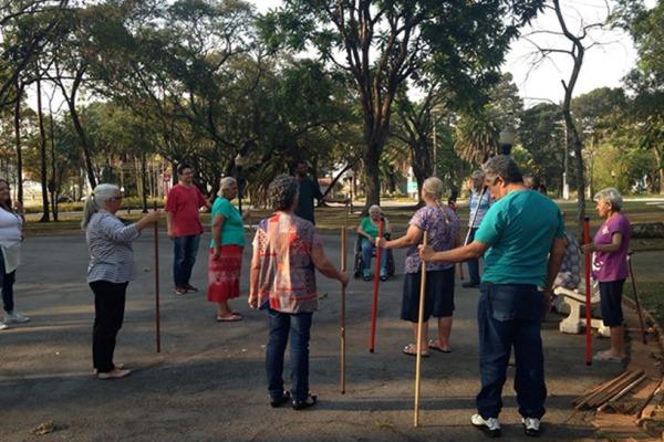 FAB promove projeto social que recebe idosos da comunidade local